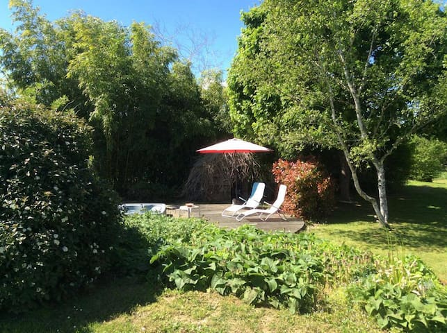 Your room (breakfast included) in the countryside! - Lurcy-Lévis - Huis