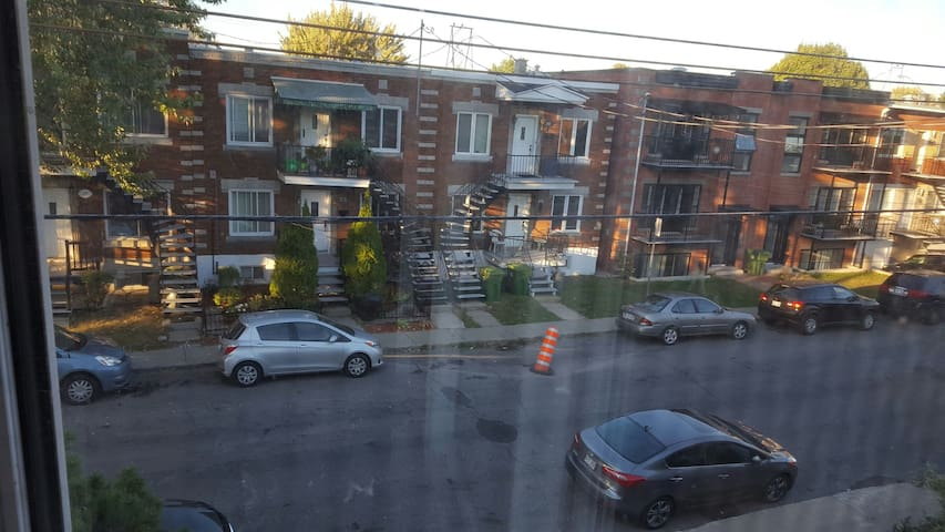 Small room to rent - Montreal - Hus