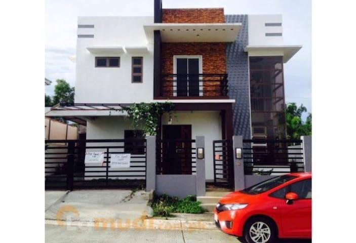 Lucky house Silang- Tagaytay 3BR - Silang - Haus