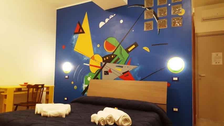 Moderno monolocale con terrazzo. - Catanzaro - Bed & Breakfast