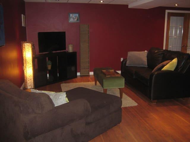 Bright & Modern Basement Apartment - Kitchener - Leilighet
