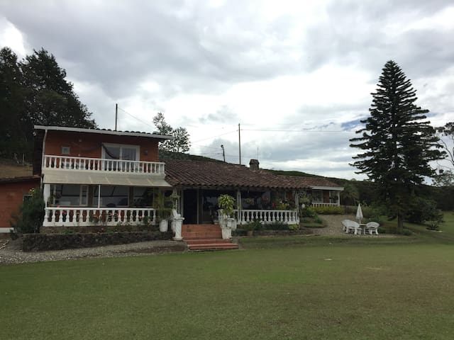AMAZING COUNTRY HOUSE NEAR MEDELLIN - Guarne - Huis