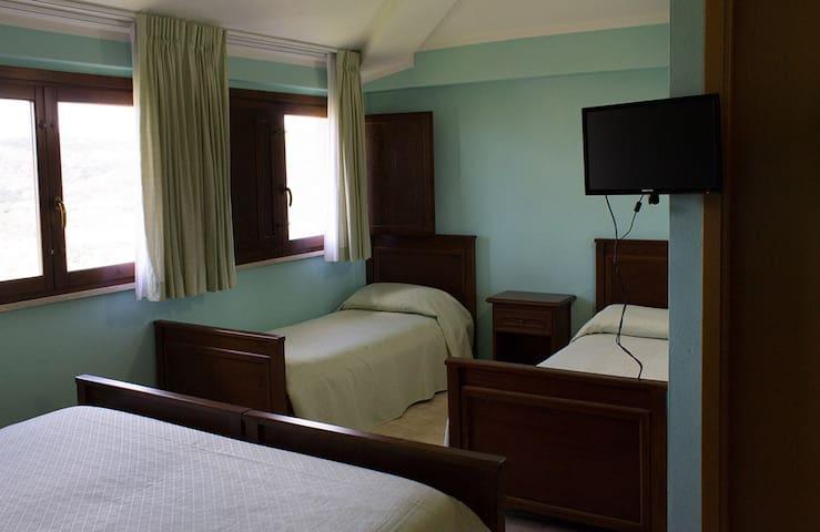 Cozy room in the heart of Sardinia - Meana Sardo - Casa