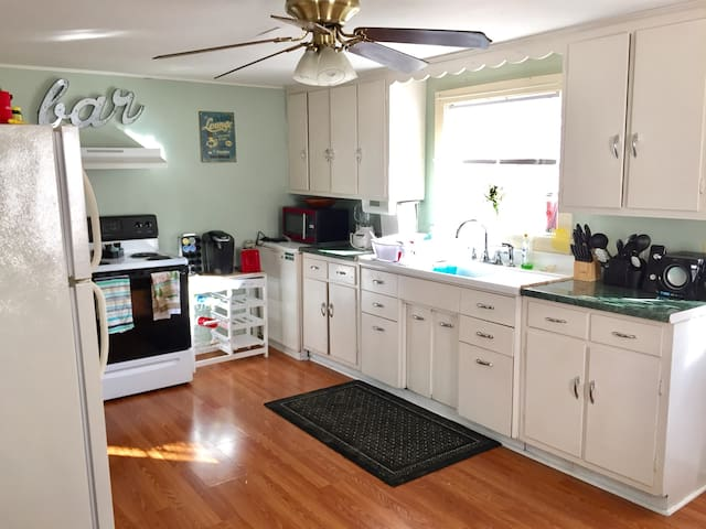 Cozy 3 bedroom home off Main St. - Kutztown - 一軒家