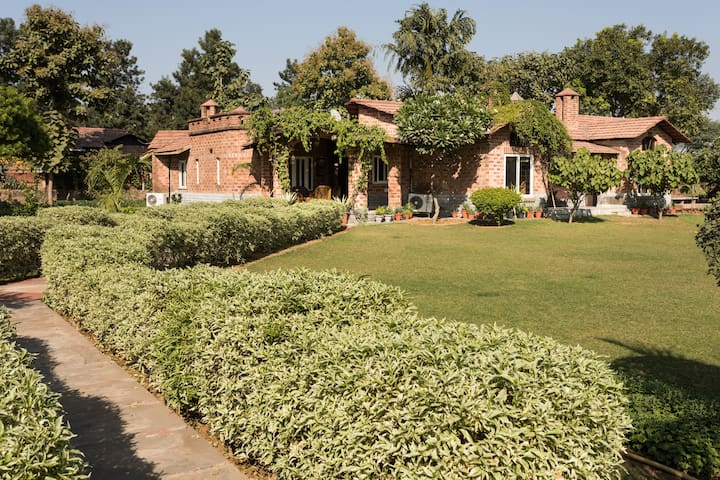 Spacious Farm House near Delhi - Gurugram