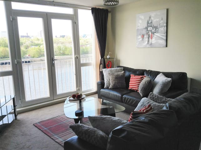 Elegant Riverside Apartment - Gateshead