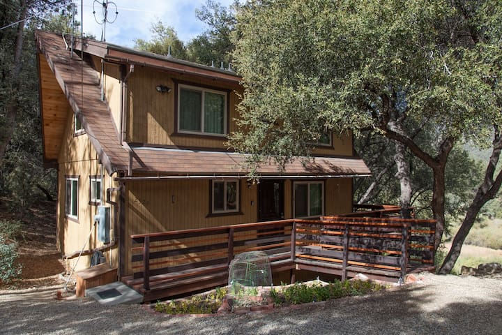 Secluded Romantic Getaway; Perfect 4 Families Too! - Frazier Park - 小屋