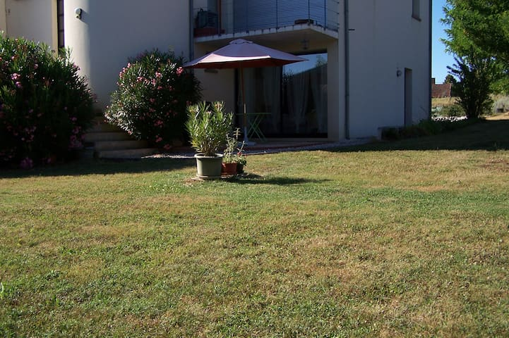 Garden appartment for 2 near Brive. - Cavagnac