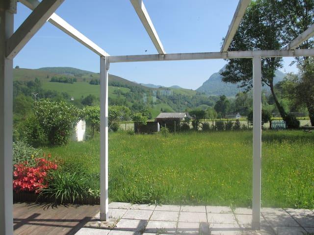 Coquette maison, pied des montagnes,sports d'hiver - Arette - Casa
