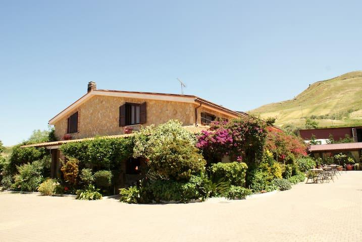 Al Lago Verde Stanza Ciliegie - Alia - Villa