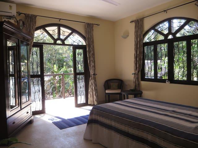 Bed and Breakfast in Corjuem Villa - Blue Room. - Aldona - 家庭式旅館