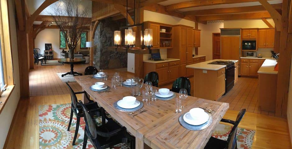 Woodland House, sleeps 10 in luxury - Staatsburg