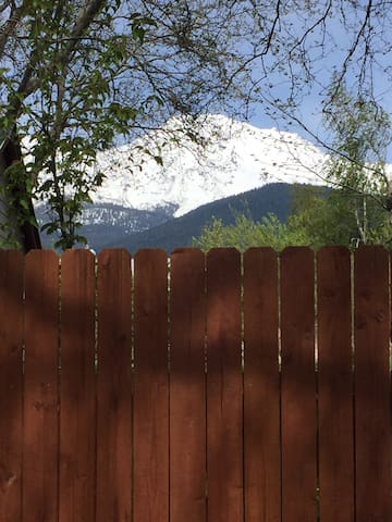 Charming two bedroom Mountain House - Mount Shasta - Huis