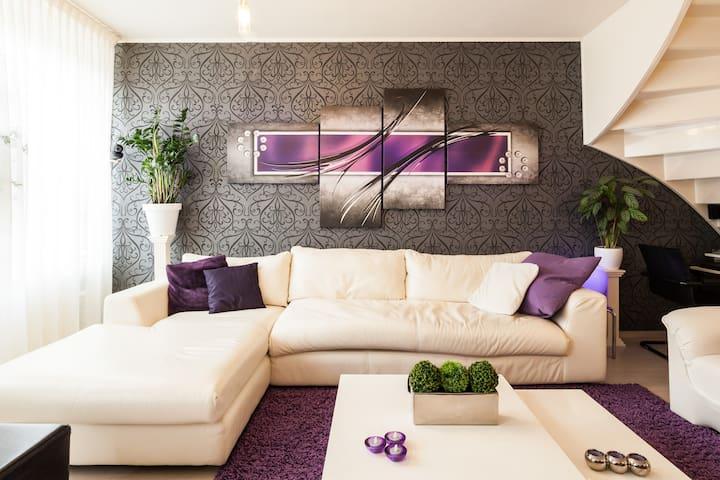 Eenvoudige kamer 10 M2 comfortabel.Super reviews - Энсхеде - Дом