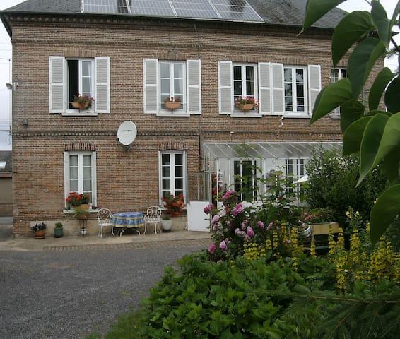 Chambre d hôte dans maison de bourg avec jardin - Saint-André-de-l'Eure - Bed & Breakfast