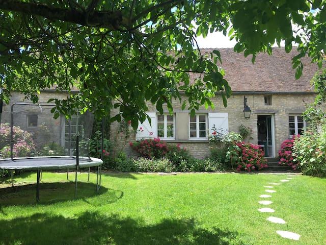 Charming house 70 km from Paris -  Nangeville - Ev