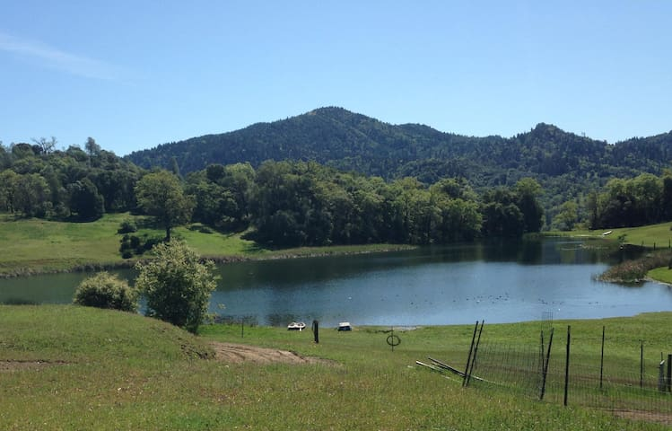 Apartment at Lake with Golf in Mendocino Mountains - Dos Rios - Lägenhet