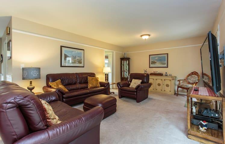 Peaceful, charming home in Wheaton! - Wheaton - Hus