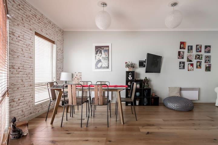 Historical City Fringe Apartment - Kensington - Leilighet