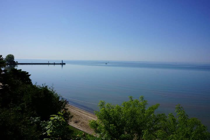 Picturesque Lakefront Beach Cottage - Port Dover