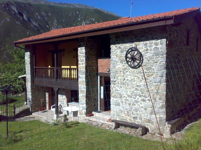 La Nozal (jardín, parrilla, piscina..) - Llanes