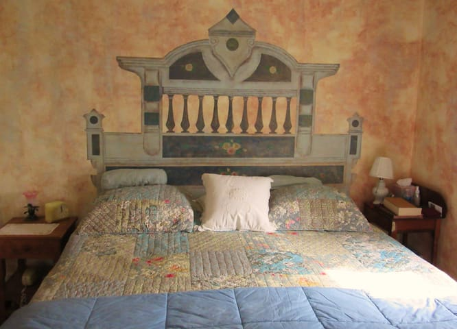 King Bedroom in Charming Farmhouse! - Wellesley - Pousada