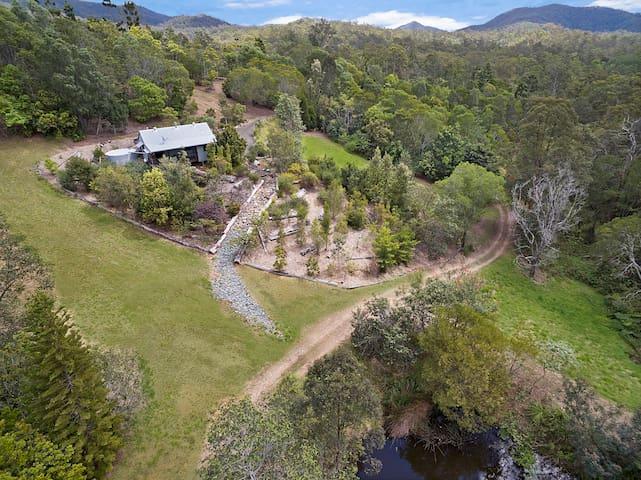 Self Contained Cottage Surrounded by native bush-W - Kobble Creek - Casa de huéspedes