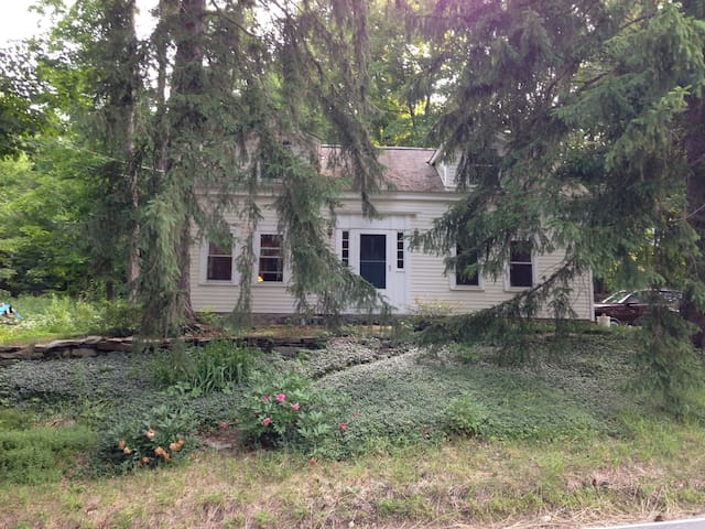 Enchanting country home close to Amherst - Leverett - Huis