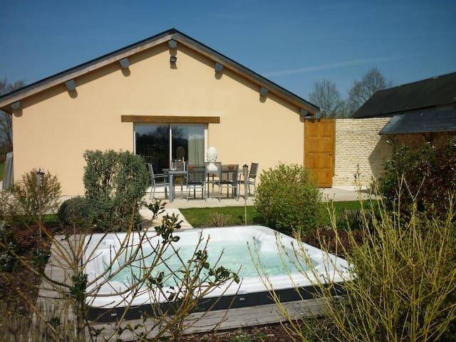 Un petit coin de paradis avec spa - Saint-Germain-de-Livet - Casa