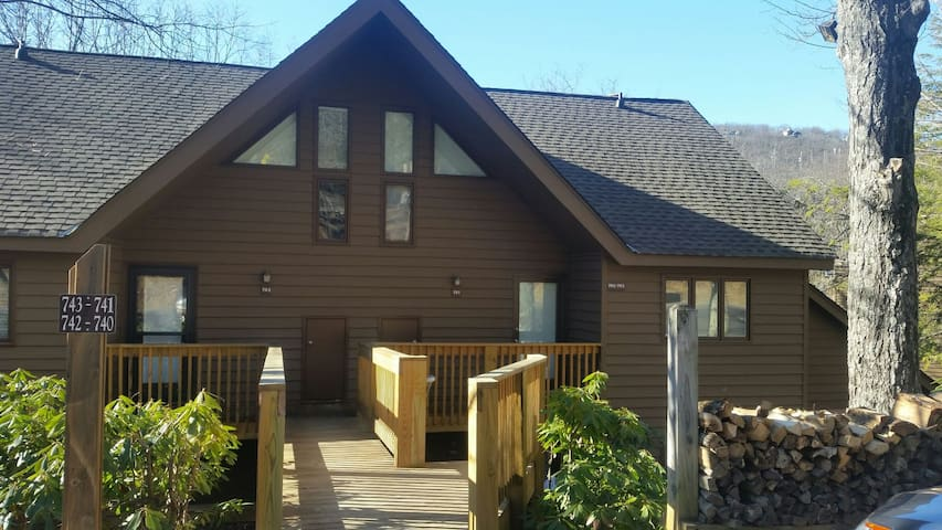 Perfect Pool and Slope Side Condo! - Roseland - Leilighet