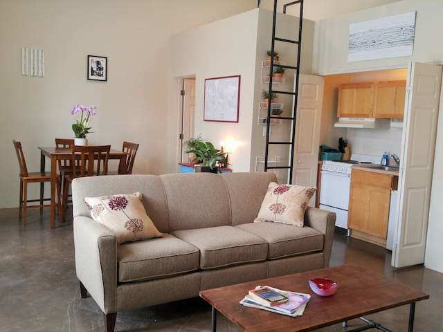 NEW! Fun Downtown Studio - Intro Price - Albuquerque - Appartement