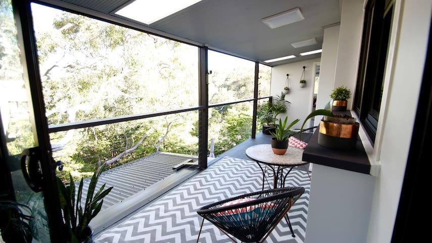 Scenic Tree Top Apartment - Kirrawee - Leilighet