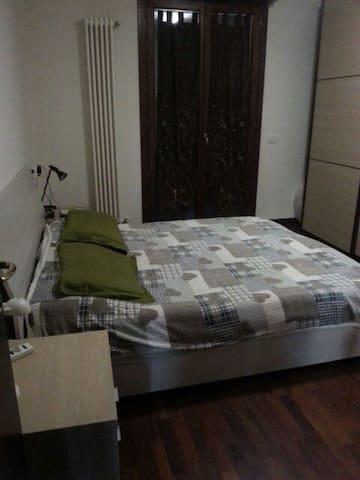 Camera matrimoniale con balcone - Mirandola - Appartamento