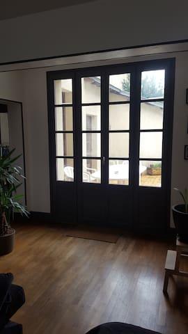 Chambre dans maison avec jardin - Gannat - Huis