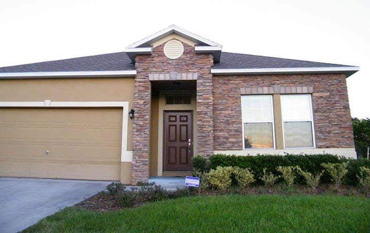 Great Pool Home with a great comfy Queen Bed & TV - Eustis - Casa