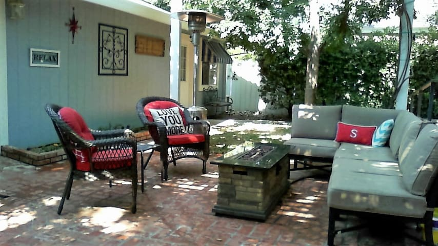 Jefferson St Cottage-Stay & Explore Northern CA - Red Bluff - Gjestehus