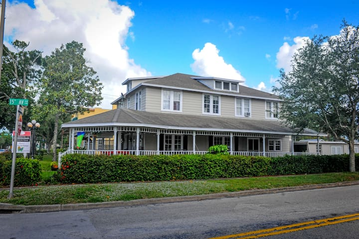 Rosewood Inn - Vero Beach - Bed & Breakfast