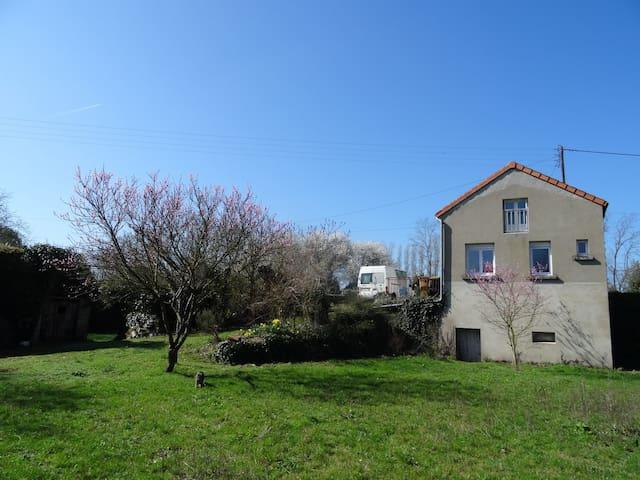 Maison de campagne au calme à Tigné (2-4 pers) - Tigné