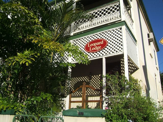 Leopard Lodge, Heritage. Double bed - Kangaroo Point - Radhus