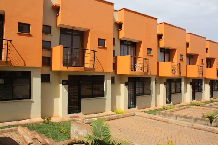 House 100 Kensington Heights Kyanja - Kampala - Apartemen