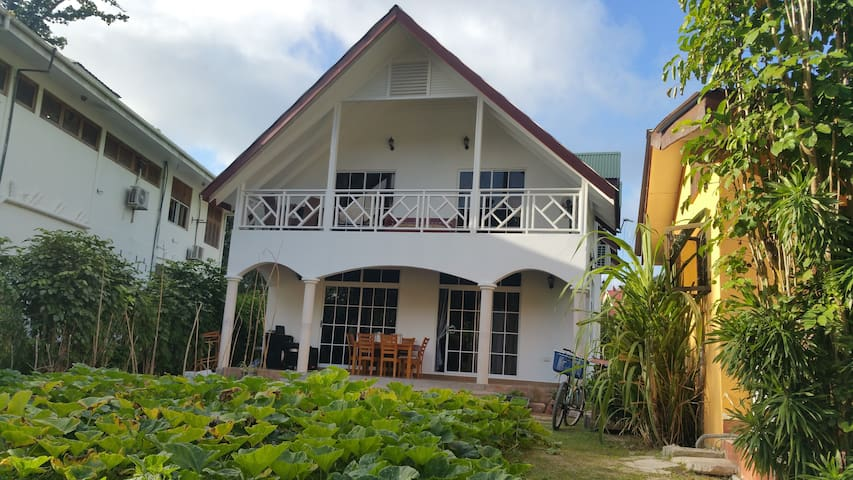 LA DIGUE : Experience with Seychellois family - La Digue