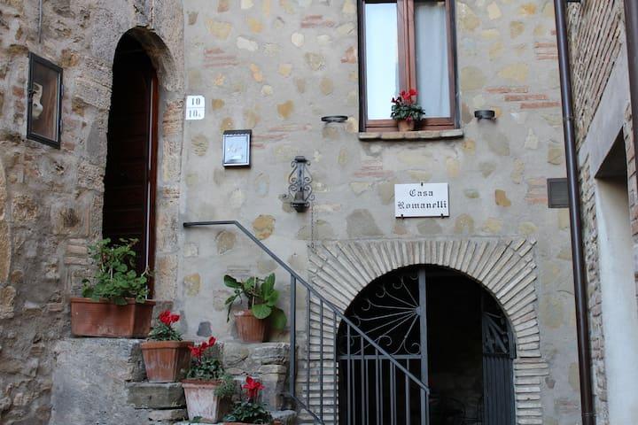 Casa Romanelli, in the medieval hamlet of Saragano - Saragano