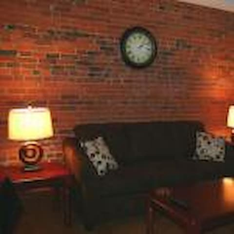 Downtown Lofted Suite on the Square - Wooster - Leilighet