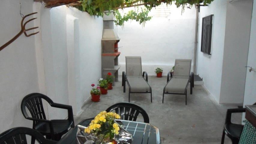 Casa La Cárcava,Típica casa de pueblo reformada - Mojados - Huis
