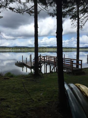 Beautiful PrivateWaterfront Retreat - Veneta - Talo