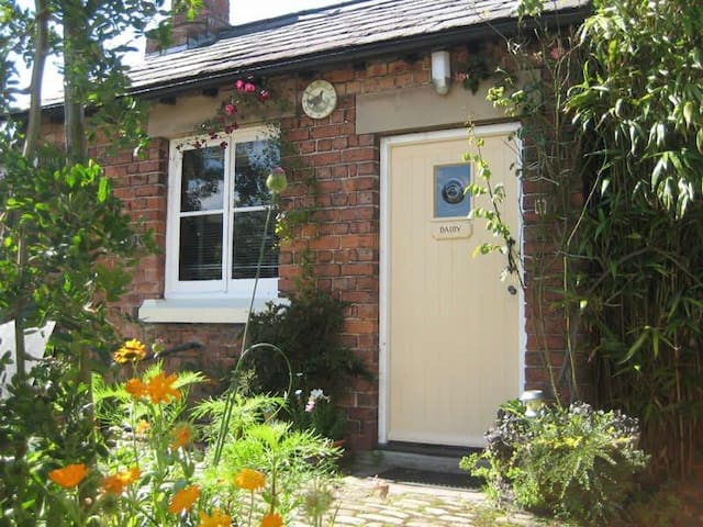 The Dairy - Martin Lane Farm Holiday Cottages - Burscough