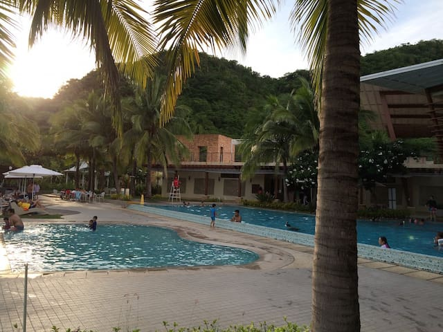 Pico de Loro Club/Hamilo Coast, beachfront condo.B - 納蘇格布(Nasugbu)