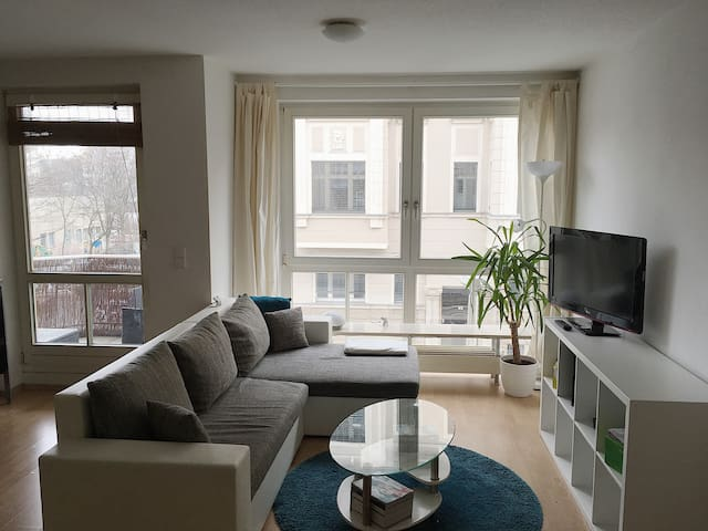 Sunny, 2-room Apartment near the Center (Balcony) - Leipzig - Apartemen