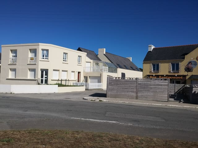 Porspaul accommodation with veranda 100m from the - Lampaul-Plouarzel - Appartement