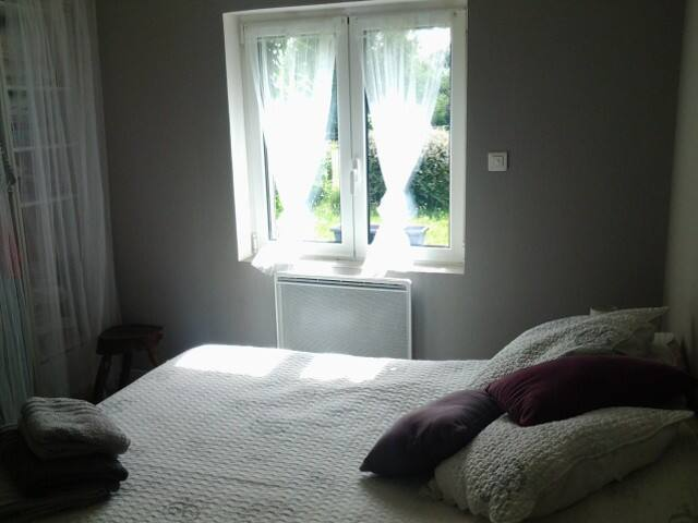 Chambre dans joli cadre verdoyant, au calme. - Montauban - Casa